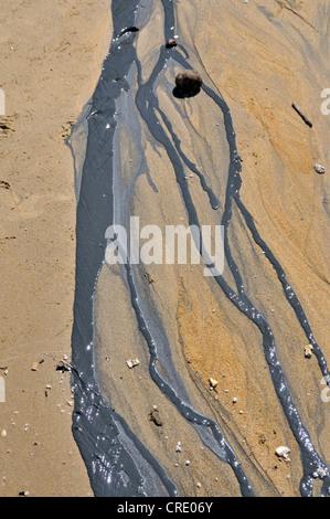 Ölteppich auf dem Strand, Galle, Sri Lanka, Ceylon, Süd-Asien - Stockfoto