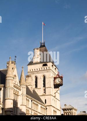 Der Uhrturm an der Royal Courts of Justice, London - Stockfoto