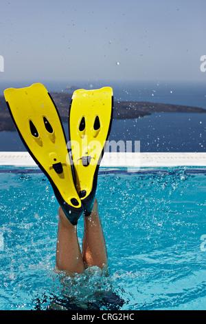 Flossen planschen im Schwimmbad - Stockfoto