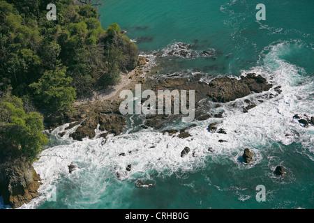 Luftaufnahme der Küste in der Nähe von Sirena, Corcovado Nationalpark, Osa Halbinsel, Costa Rica - Stockfoto