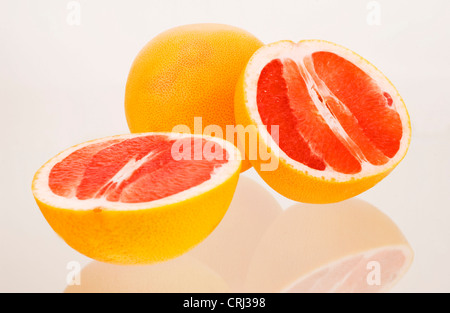 Antioxidans Lycopin Citrus Citrus Paradisi Lebensmittel Lebensmittel Frucht Grapefruit halbe Hälften gesund gesunde - Stockfoto