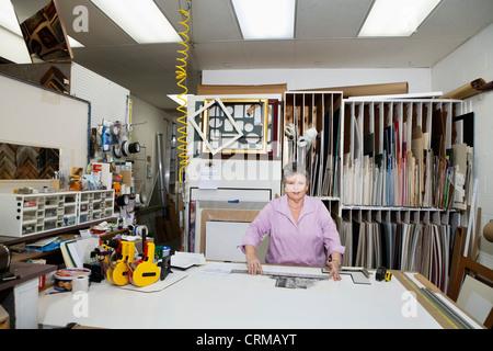 Porträt von einem senior Eigentümer in Werkstatt - Stockfoto