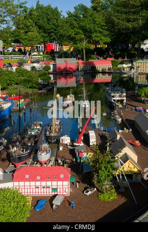 Schwebende Lego Schiffe im Hafen von Miniland, Legoland, Billund, Dänemark - Stockfoto