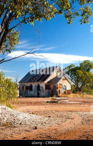 Alte Kirche in outback ländlichen Australien unter blauem Himmel - Stockfoto