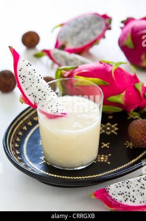 Litschi, Ananas, Drachen-Frucht-smoothie - Stockfoto