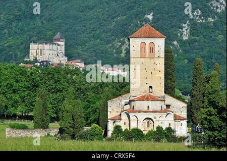 Basilika Saint-Just de Valcabrère in romanischem Stil und Saint-Bertrand-de-Comminges Kathedrale von Comminges, - Stockfoto