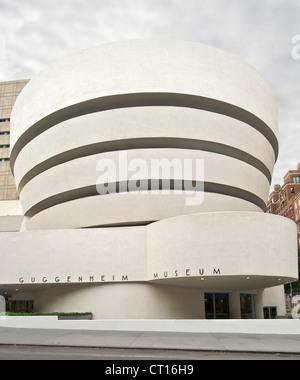 Solomon R Guggenheim Museum auf der 5th Avenue in Manhattan, New York, USA. - Stockfoto