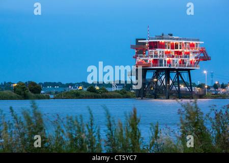 Amsterdam REM-Eiland, REM-Insel-Restaurant. Ein ehemalige Nordsee-Piraten TV-Sender jetzt im Amsterdamer Hafen, - Stockfoto