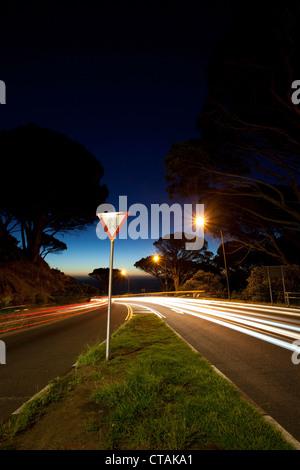 Pass-Straße Kloof Road führt von Kapstadt, Camps Bay nach Sonnenuntergang, Cape Town, Western Cape, South Africa, - Stockfoto