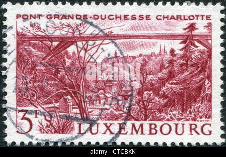 Luxemburg - ca. 1966: Eine Briefmarke gedruckt in Luxemburg, zeigt Grand Herzogin Charlotte Brücke, ca. 1966 - Stockfoto