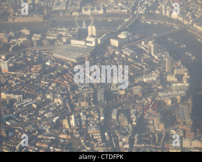 Die South Bank von London aus der Luft. - Stockfoto
