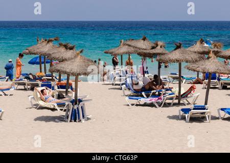 Überfüllten Strand von S'Illot, Mallorca/Mallorca - Stockfoto