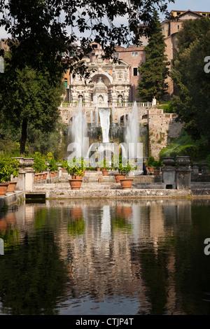 Fischteiche und der Neptun-Brunnen und Orgel in Villa d ' Este Tivoli Italien - Stockfoto