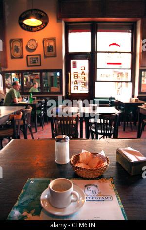"""Cafe-Bar """"EL Hipopotamo"""". San Telmo, Buenos Aires, Argentinien. - Stockfoto"""