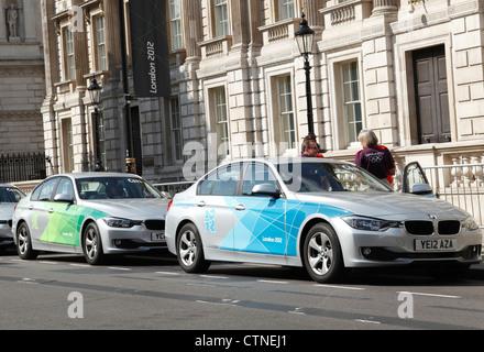 London 2012 Olympische BMW Dienstwagen auf Whitehall, Westminster, London, England, Vereinigtes Königreich - Stockfoto