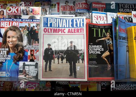 Das Cover der Privatdetektiv Magazin Juli August-Ausgabe mit 2012 London Olympic Alert headline W H Smith Zeitungsladen - Stockfoto
