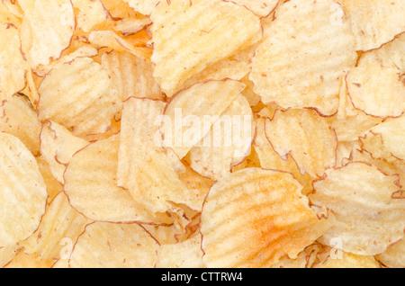 Ein full-Frame-Hintergrund Schuss Crinkle cut Kartoffelchips - Studio gedreht - Stockfoto