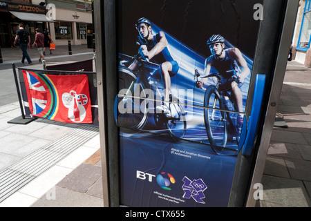 2012 London Olympics Brownlee-Brüdern Radfahren Sponsoring von BT British Telecom auf Telefon-Boxen in Cardiff UK - Stockfoto