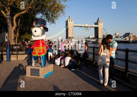Beefeater Mandeville eines offiziellen Maskottchen für die Olympischen Spiele 2012 im Tower of London, Vereinigtes - Stockfoto
