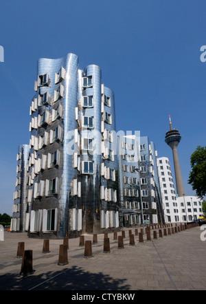 Neuer Zollhof Bauten von Frank Gehry im Medianhafen in Düsseldorf - Stockfoto