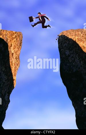 Geschäftsmann aus felsigen Klippen springen - Stockfoto