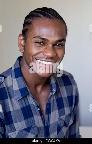 Nahaufnahme von mans lächelndes Gesicht - Stockfoto