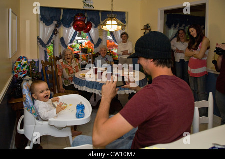 1 jahre alten jungen geburtstag kuchen smash spa essen stockfoto bild 172117046 alamy. Black Bedroom Furniture Sets. Home Design Ideas