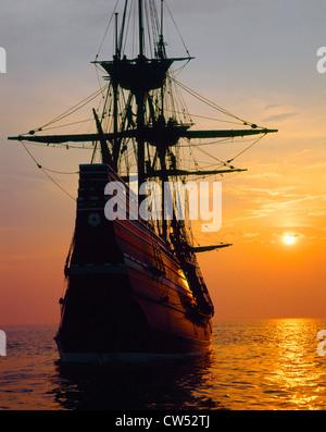 Mayflower II Replica bei Sonnenuntergang, Massachusetts - Stockfoto