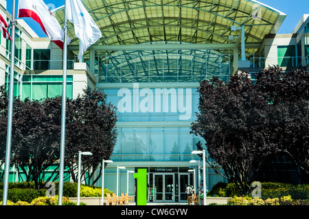 Apple-Hauptquartier in einer Endlosschleife in Cupertino, Kalifornien - Stockfoto