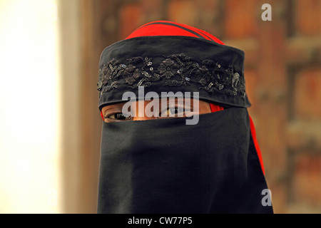 Porträt einer verschleierten Frau, Tansania, Sansibar, Stonetown - Stockfoto