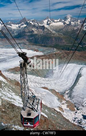 Panoramablick vom Gipfel des Klein Matterhorn, Zermatt, Wallis, Schweiz - Stockfoto