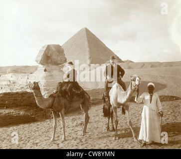 Vor Sphinx Cheops Pyramide in Gizeh-Plateau (Ägypten) - Stockfoto