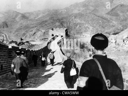 Mitglieder der Roten Garde Tse-tungs pause an der großen Mauer auf dem Weg nach Peking aus ländlichen Gebieten, - Stockfoto