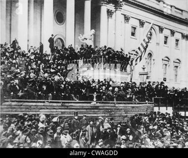 Abraham Lincolns Bereitstellung seiner zweiten Antrittsrede (stehend, Center) auf dem Osten Portikus des Kapitols, - Stockfoto