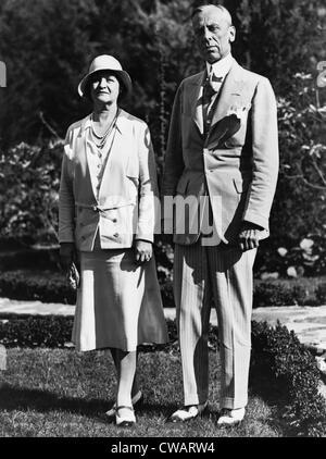 Alfred P. Sloan, Präsident von General Motors Company, mit Frau im Garten des Homestead, Hot Springs, Virginia. - Stockfoto