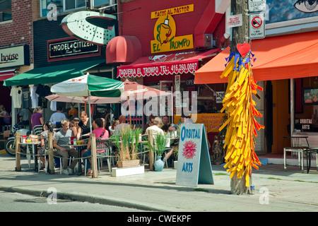 Torontos berühmten historischen multikulturellen Kensington Market in der Nähe von Spadian und Dundas Sts. In Toronto, - Stockfoto