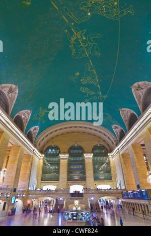 Haupt-Bahnhofshalle, astronomische Decke, Grand Central Terminal aka Grand Central Station, New York City - Stockfoto