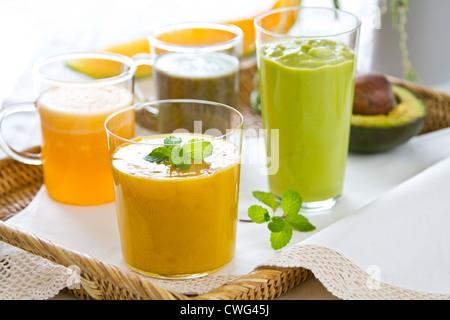 Sorten von Obst Smoothie [Avocado, Mango, Melone, Drachenfrucht] - Stockfoto
