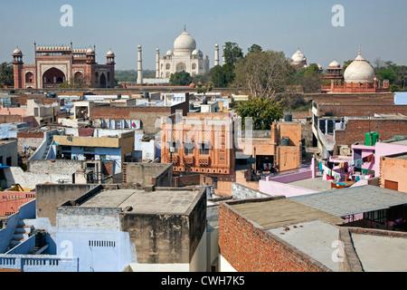 Blick über die Stadt Agra und das Taj Mahal, Uttar Pradesh, Indien - Stockfoto
