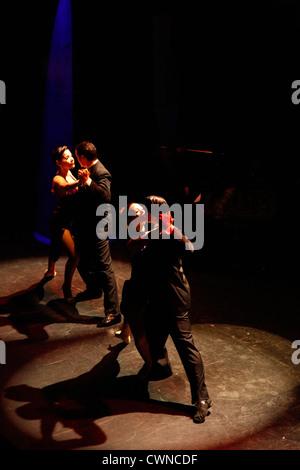 Tango-Show Esquina Homero Manzi, Buenos Aires, Argentinien. - Stockfoto