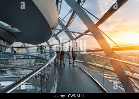 Europa, Deutschland, Berlin, Fosters Kuppel des Reichstagsgebäudes - Stockfoto