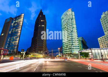 Europa, Deutschland, Berlin, Hochhäuser am Potsdamer Platz - Stockfoto