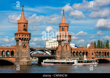 Europa, Deutschland, Berlin, Oberbaumbrücke in Berlin, Deutschland - Stockfoto