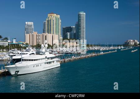 MIAMI BEACH MARINA ALTON ROAD SKYLINE MIAMI BEACH FLORIDA USA - Stockfoto