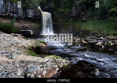 Herabstürzende Wasser am Thornton Kraft, Ingleton, North Yorkshire - Stockfoto