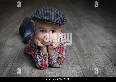 Junge, tragen, Kappe und kariertes Hemd - Stockfoto