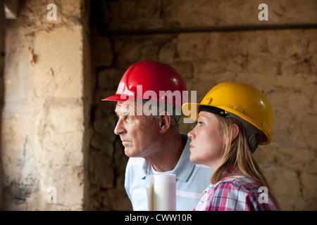 Bauarbeiter auf Gelände - Stockfoto