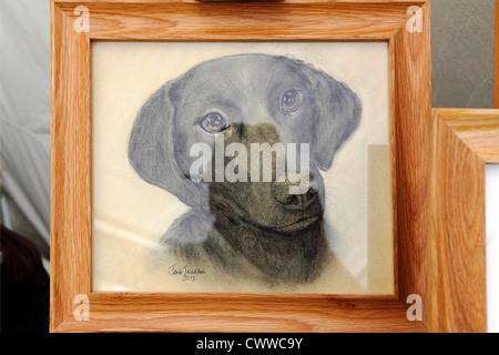 Labrador Artwork von Shropshire Künstler Jane Ingram, im Glas spiegelt die Silhouette von Peter Wheeler, Alamy Fotograf. - Stockfoto