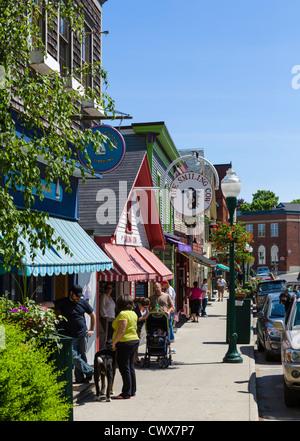 Geschäfte und Restaurants an der Hauptstraße in Camden, Knox County, Maine, USA - Stockfoto