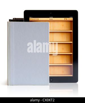IPad 3 mit Books-Anwendung auf Bücher auf weißem Hintergrund - Stockfoto